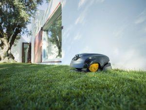 Lieu idéal du support de rechargement pour votre Robot à Gazon dans mon Jardin