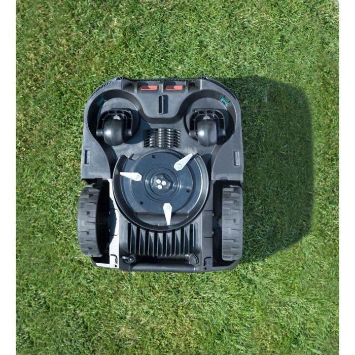 Vision de dessous du robot tondeuse Indego 350 de la marque Bosch