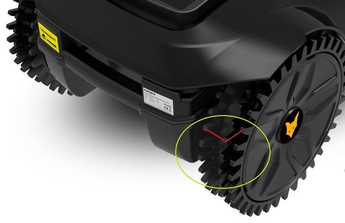 Vue latérale roues du robot tondeuse pas cher Fuxtex